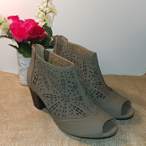 New Taupe Earth Origins Shaye Shoes